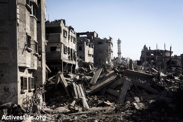 A destroyed quarter in Shujaiyeh neighborhood in the east of Gaza City, photographed during a ceasefire, July 27, 2014. (Photo by Anne Paq/Activestills.org)